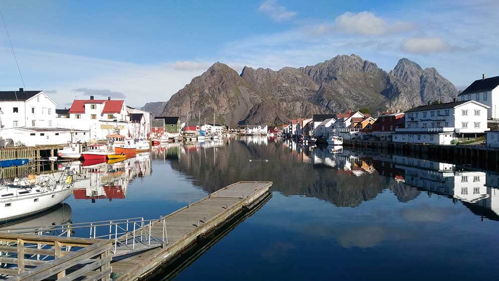 Henningsvær - navegar en Noruega
